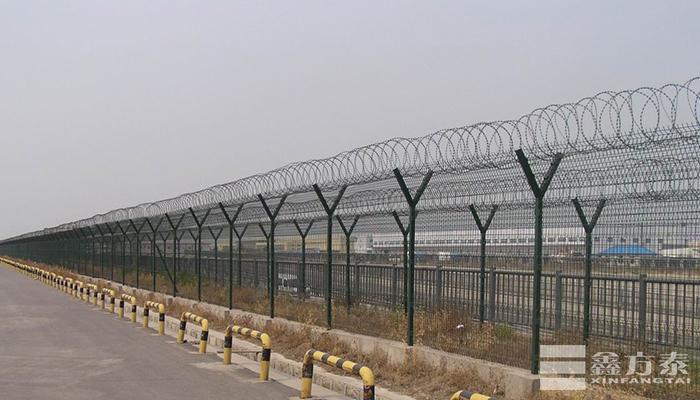 高强度低碳钢丝护栏网