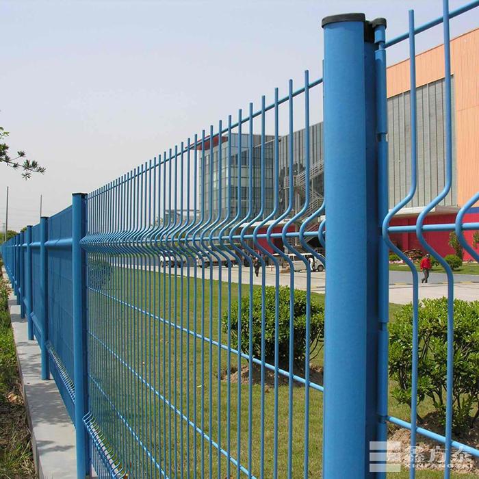 型柱护栏网