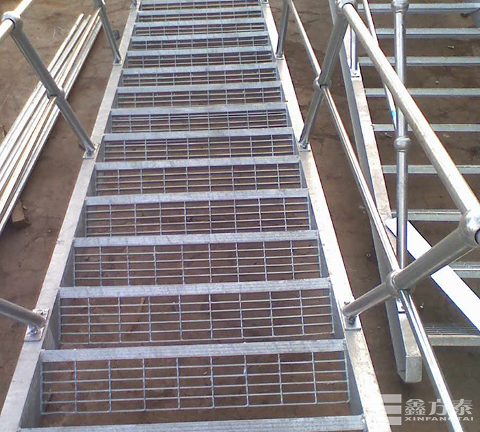 钢格板钢梯安装焊接