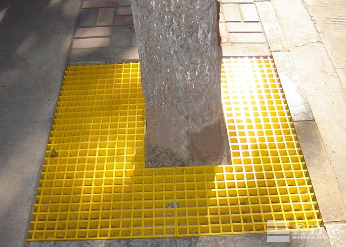 玻璃钢格栅板美化路边树木
