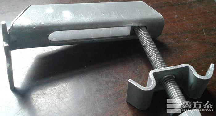 镀锌钢格板安装夹卡子